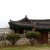 正祖が作った貯水池の景色を楽しむ小さな建物「迎華亭」